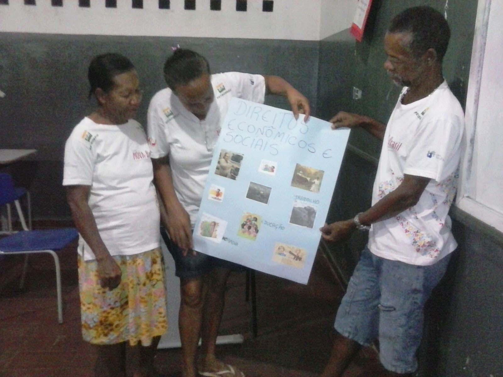 Educandos da turma Novo Itajuípe apresentando os Direitos econômicos e sociais