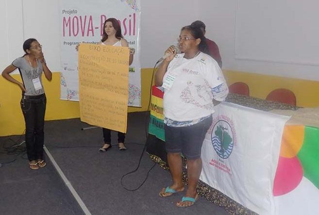 Educanda apresentando as propostas do GT Trabalho na Plenária Final do Encontro