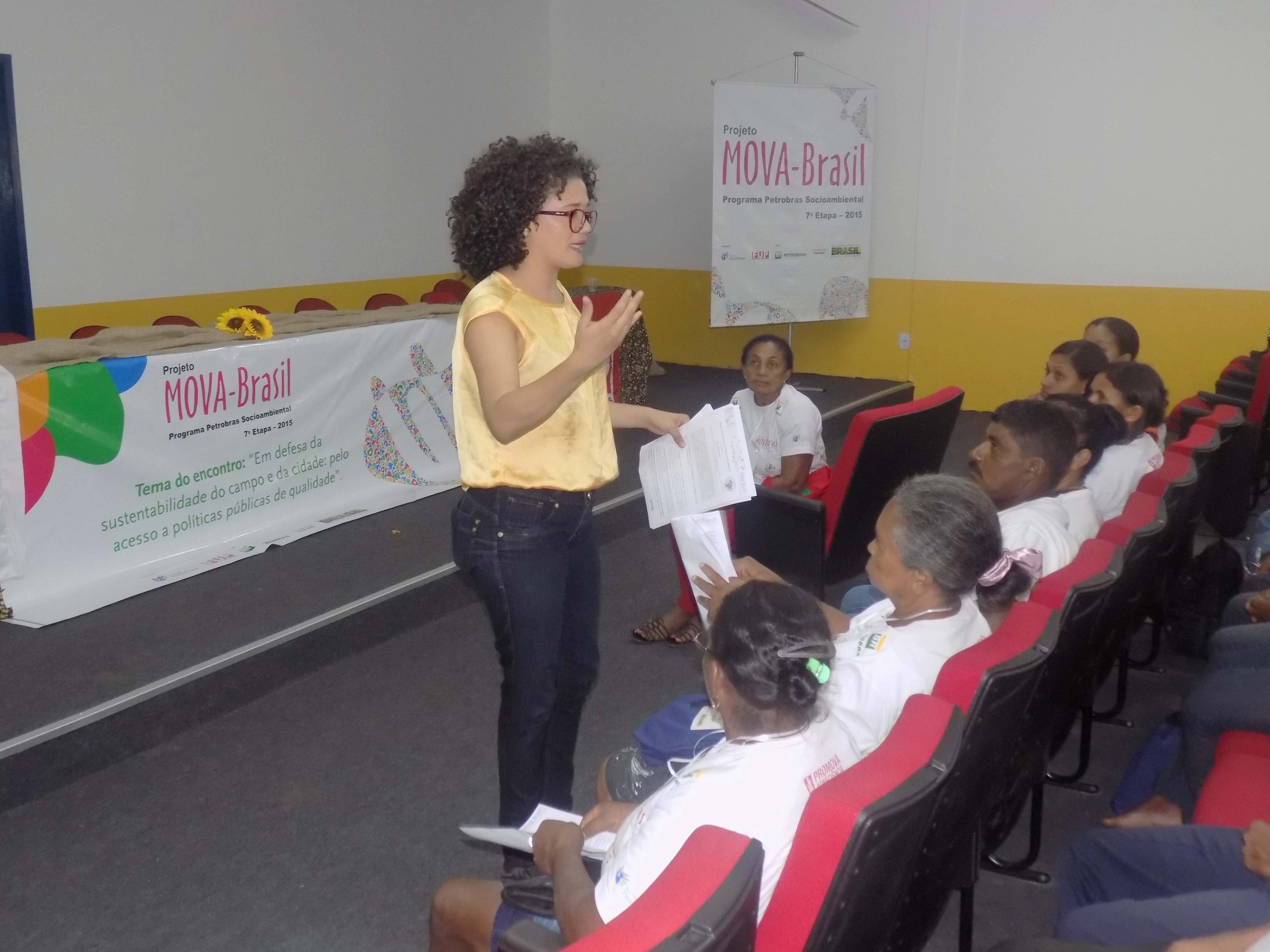Maria Gonçalves (Coodenadora do Polo MA) mediando o debate no GT Água e Energia